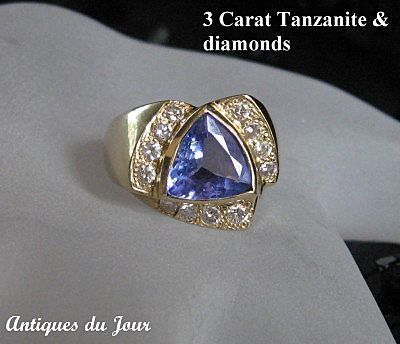 Stunning 3 Ct. Natural Tanzanite and Diamond 14 kt Gold Moderne Ring