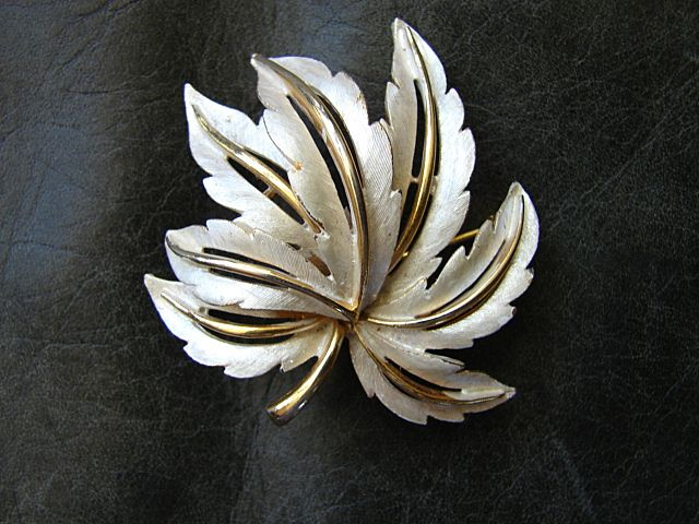 Costume Jewelry Superb Costume Brooch Pin Designer JJ Jonette Jewelry Company Vintage Heirloom