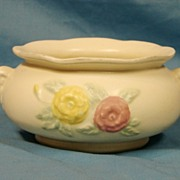 SALE :    Hull Art Pottery  USA 113-7 Jardini�re Open Rose Matte Mid 1940s