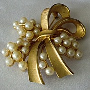 Crown Trifari Gold Tone Bow Pin with Simulated Pearl Sprays