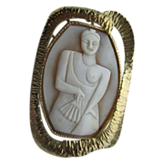 "Vintage Modernist Hand Carved ""Asian Lady With Fan"" Cameo In 14 Kt Yellow Gold Penda"