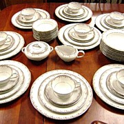 58 pc. Noritake Petite Service for Eight Cream & Sugar plus BOWLS