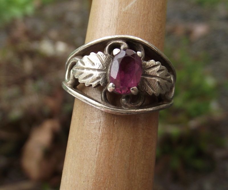 Sterling & Plum Garnet Vintage Ring, Beautiful Design & Stone!