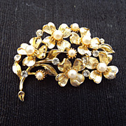 SALE Signed LISNER Floral Spray Brooch With Faux Pearls & Crystals!