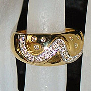 18K  Diamond and Gold  Fashion Ring