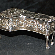 English Sterling &quot;Grand Piano&quot; Pill Box