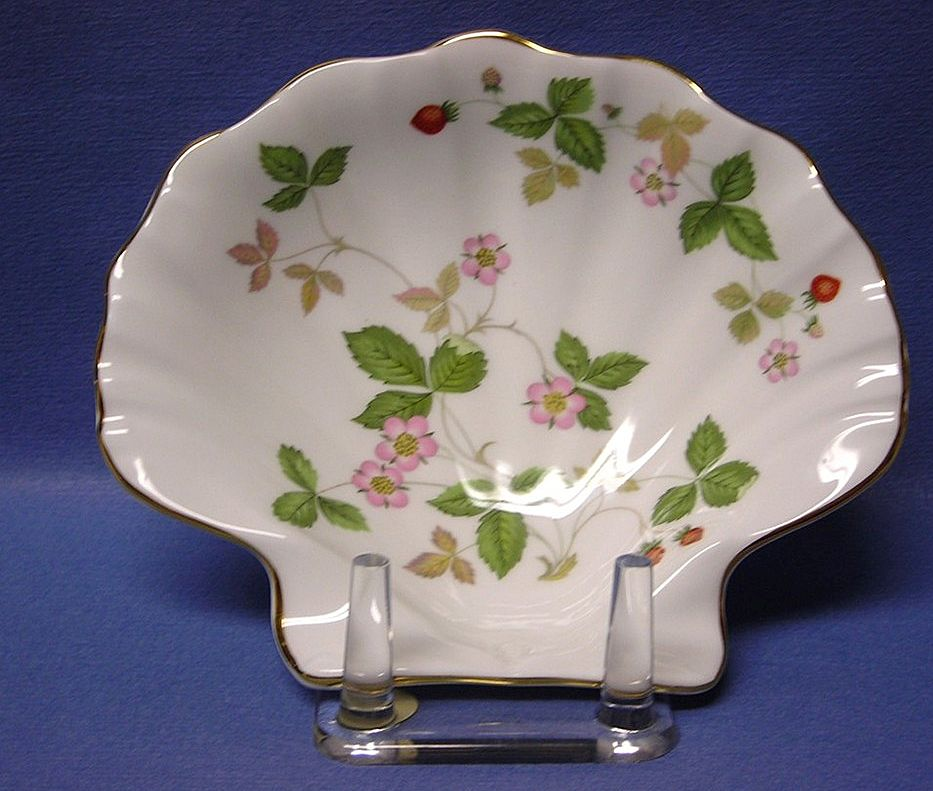 Wedgwood Wild Strawberry Shell Shaped Dish