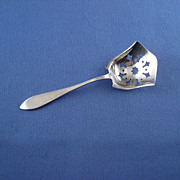 Lunt Jefferson Plain Sterling Bon Bon Nut Spoon Scoop