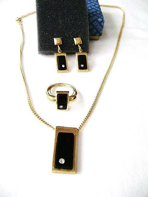 VINTAGE Avon Parure-Rectangle Onyx & CZ Pendant, Ring & Clips