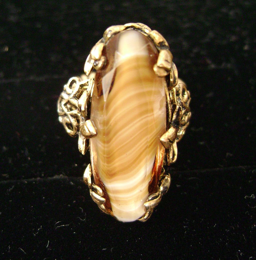 Artisan Vintage GERMANY Marbled Glass Gold Tone Adjustable Ring w/Fleur di Lis Setting