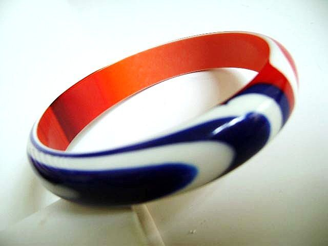 VINTAGE Red, White & Blue Swirled Plastic Bangle