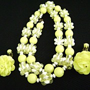 VINTAGE 50s Yellow Plastic Aspirin Bead Set Necklace & Dangling Clips
