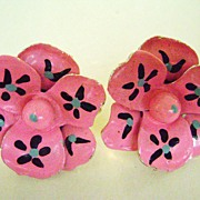 Lovely VINTAGE Enamel Flower Clip Earrings in Bright Pink