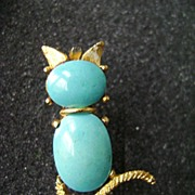 Little Kitty Turquoise Stone Pin in Gold Tone