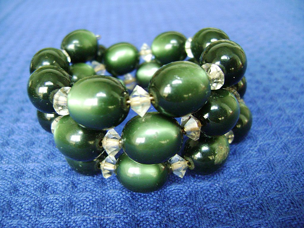 Vintage Rich Green Moonglow Bead Wrap Bracelet