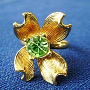 Adorable Adjustible Gold Tone Flower Ring w/Green Rhinestone