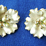 Gorgeous Vintage KRAMER Floral Clip Earrings w/Rhinestone Stamen
