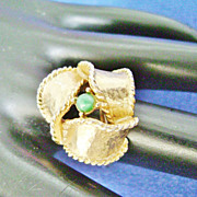 Vintage Gold Tone Swirled Ribbon Ring w/Green Bead, Adjustable