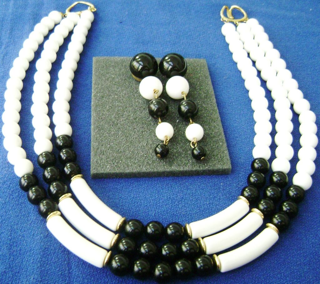 MOD Black & White 3-Strand Tube & Bead Choker + Dangle Bead Prcd Ears