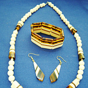 Great Mod Set in Cream & Tortoise Color Plastic - Necklace-Ears-Bracelet