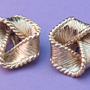 Elegant NAPIER Vintage Signed Gold Ribbon Knot Earrings