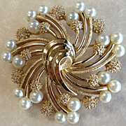 Vintage 1950's TRIFARI Faux Pearl Costume Brooch/ Pin, Gold Toned