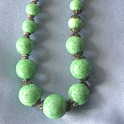 ART DECO Graduated Peking Glass Bead Necklace