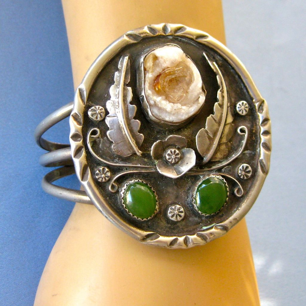 NAVAJO Sterling Gemstone Feminine Cuff