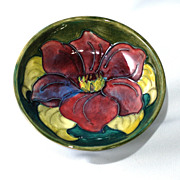 Small Moorcroft bowl �clematis with green background