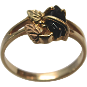 Black Onyx Stone and 10 Karat Gold Ring With Leaf Design