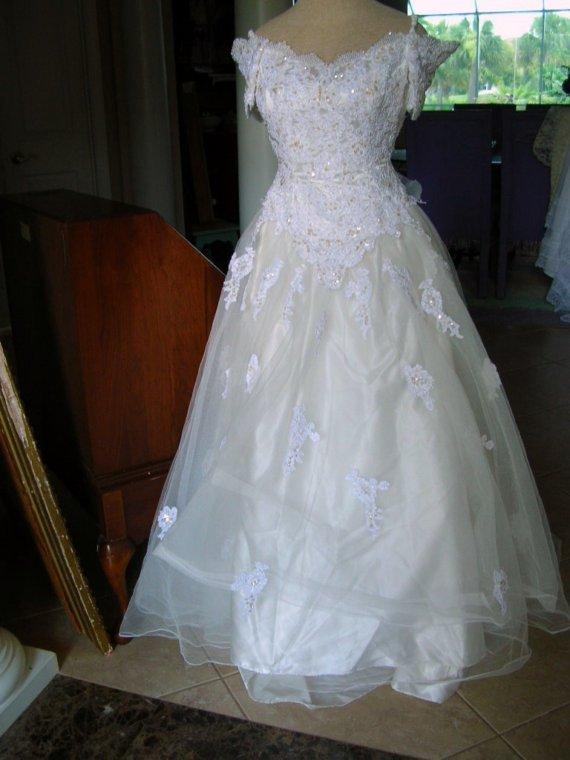 12033002Fabulous vintage white off the shoulder Mon Cher wedding