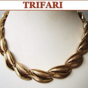 Vintage Trifari Necklace Goldtone Leaves