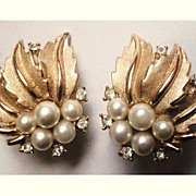 Vintage Crown Trifari Rhinestone Leaf Earrings Faux Pearl Clip on