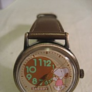 SALE Snoopy Wind Up Vintage Watch