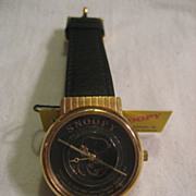 Snoopy Vintage Watch With Snoopy Tin