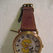 SALE Snoopy Vintage Watch With Snoopy Tin