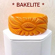 SOLD Vintage Deeply Carved ACORN Bakelite Chunky Bangle Light Golden Pumpkin Near Mint