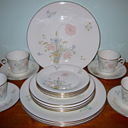 Royal Doulton - Flirtation H 5043 - 4 Place Settings (20pcs)