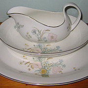 Royal Doulton - Flirtation H 5043 - Platter, Gravy & Bowl