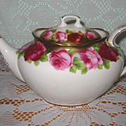 Royal Albert - Old English rose - Oval Teapot