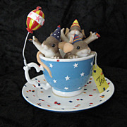 2004 Charming Tails 89/147 &quot;Tea Party&quot;  Mice in Tea-cup by Fitz and Floyd