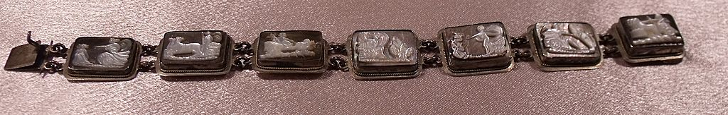 835 Silver Mother Of Pearl Carved Chariot Scenes Story Bracelet