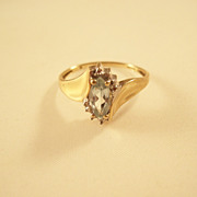 Pretty Blue Topaz and Diamond Ring - 10Kt gold - size 8