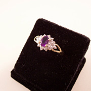 Pretty vintage Amethyst and Diamond Ring - 10kt yellow gold