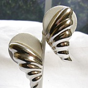 SALE Signed Heche en Mexico Sterling Silver Leaf Earrings � c. 1960