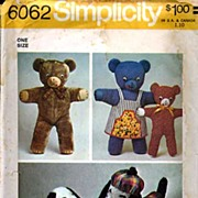 Simplicity #6062 Vintage Bear Pair & Snoopy Dog Buddies Stuffed Toys~UNCUT, 1973