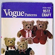 Vogue #9572 Delightful Boy & Girl Clothes For Linda Carr BABY BEARS Stuffed Toys~UNCUT, 1986
