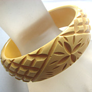 Deeply Carved Yellow Floral Butterscotch BAKELITE Bangle Bracelet