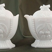 Westmoreland Cherry & Grape Lidded Cream & Sugar