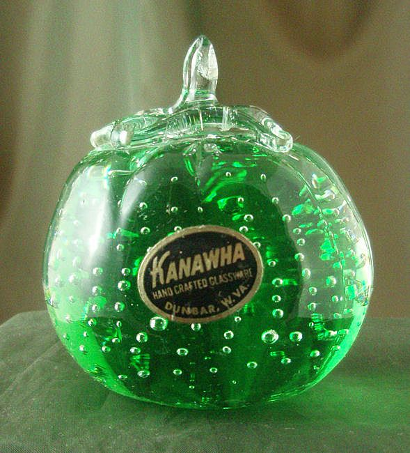 Kanawha Controlled Bubble Green Tomato Paperweight